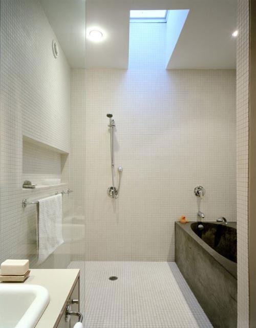 Minimalistische badkamer met witte mozaïek