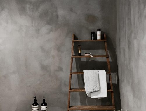 Minimalistische betonlook badkamer