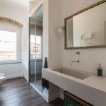 Mix van authentiek en modern in Italiaanse badkamer