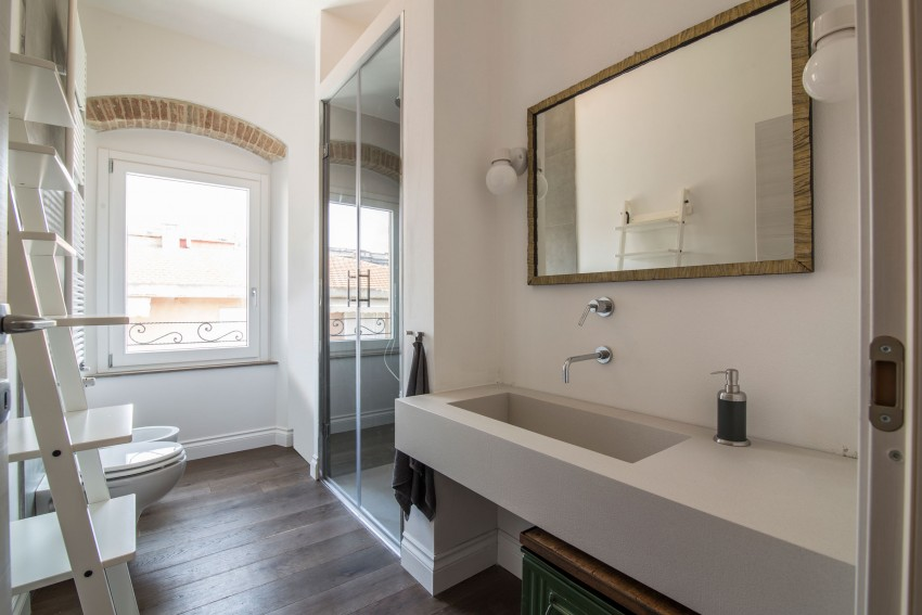 Mix van authentiek en modern in italiaanse badkamer badkamers