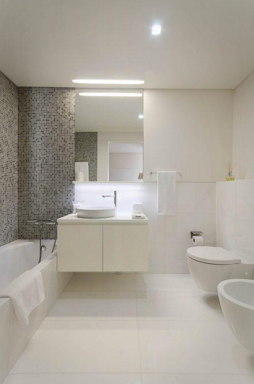 Mix van normale tegels en moza ektegels badkamers voorbeelden - Mozaiek blauwe bad ...