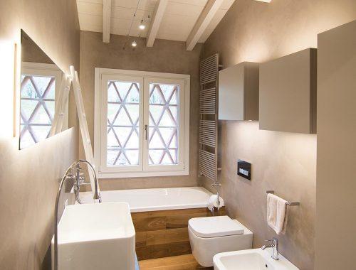 Modern rustieke badkamer in Toscane