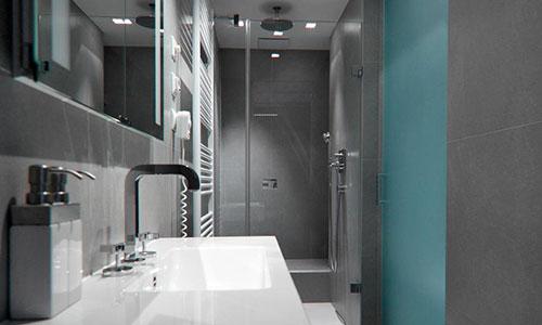 Moderne badkamer door architect Rudolf Lesňák