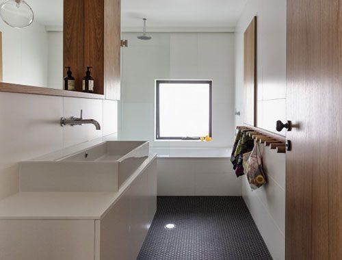 Moderne badkamer van bungalow