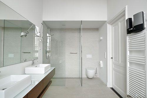 Moderne badkamer in charmant herenhuis