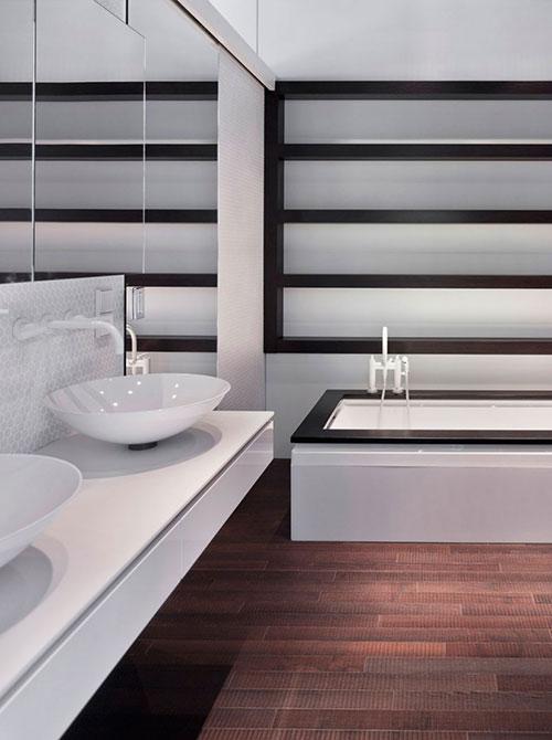 Moderne badkamer met donker eiken accenten badkamers voorbeelden - Donker mozaieken badkamer ...