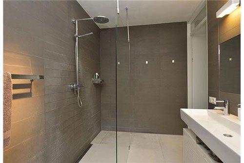 Moderne badkamer via Funda