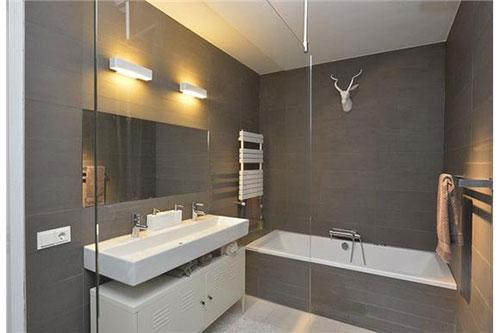 Moderne badkamer via funda badkamers voorbeelden - En grijze bad leisteen ...