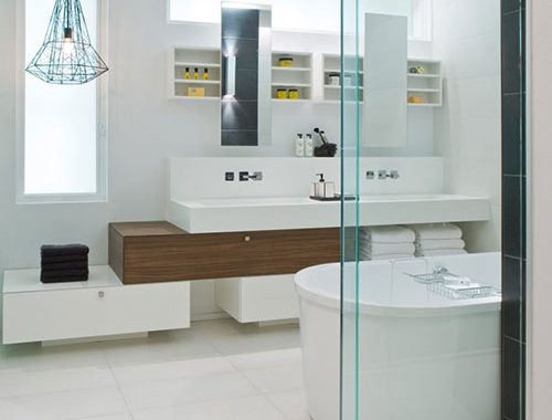 Moderne badkamer met gele tinten