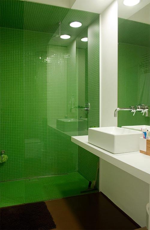 Moderne badkamer met gifgroen en bruin