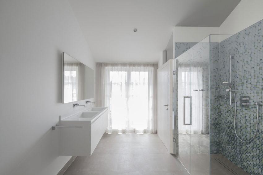 Glazen Wand Badkamer : Moderne badkamer met grote glazen wand en glazen deur badkamers