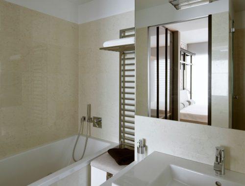 Moderne badkamer door Hola Design