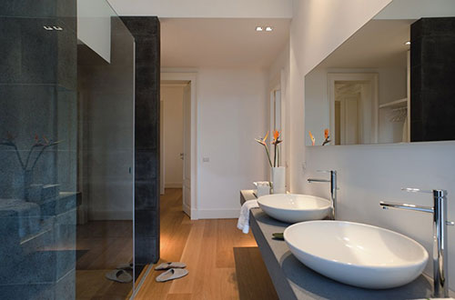 Moderne badkamer van hotel zash badkamers voorbeelden - Moderne luxe badkamer ...