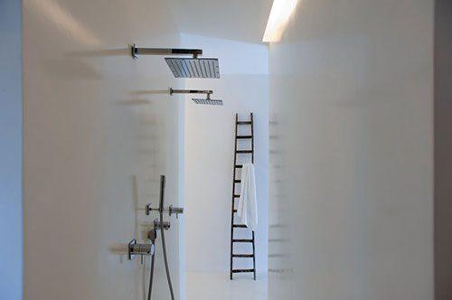 Moderne badkamer van hotel Zash