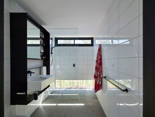 Moderne badkamer met een hele bijzondere badkamermeubel