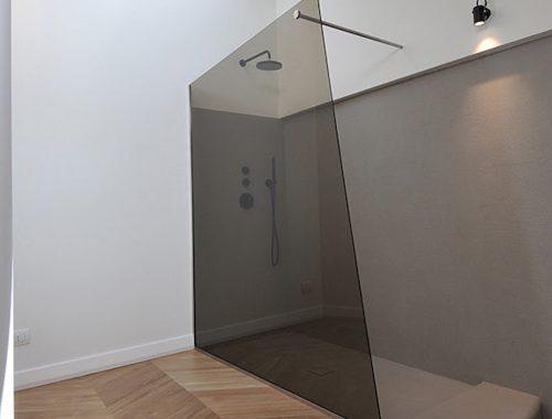 Moderne badkamer met geometrische vormen
