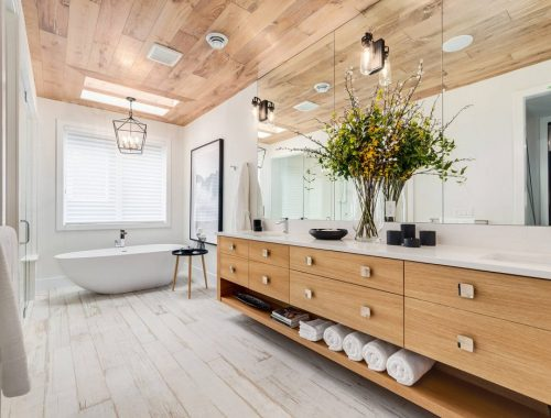 Moderne badkamer met rustieke boerderijsfeer