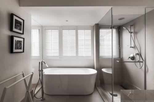Badkamers voorbeelden » Moderne badkamer met uitzicht op slaapkamer ...