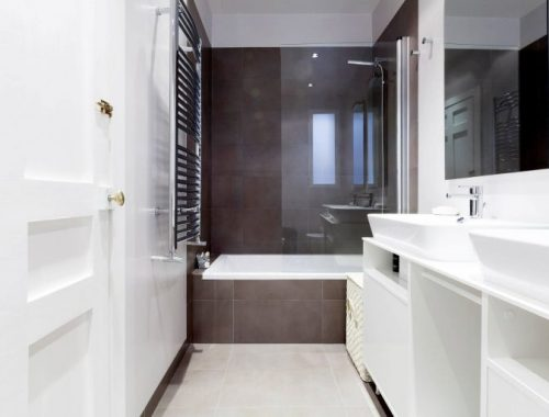 moderne-badkamer-met-veel-moderne-gemakken