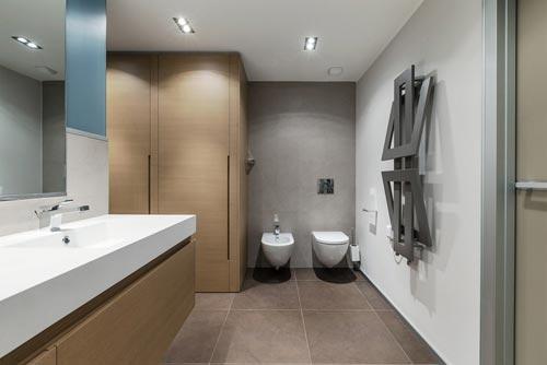 Ikea Badkamer Hangkast ~ Badkamers voorbeelden ? Moderne badkamer met mooi kleurenpalet