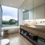 Moderne badkamer met mooie voorzieningen