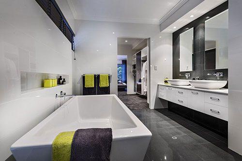 Moderne badkamer naast inloopkast