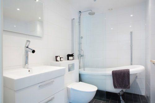 Moderne badkamer met praktisch ontwerp