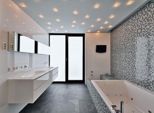 Moderne badkamer met sterrenhemel van spotjes badkamers voorbeelden - Klein badkamer model ...
