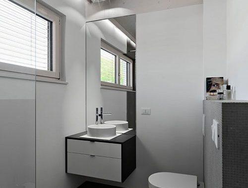 Moderne Witte Badkamer : Houten vloer in een moderne badkamer badkamers voorbeelden