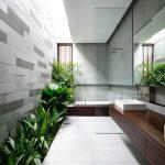 Moderne badkamer met vaste plantenbak