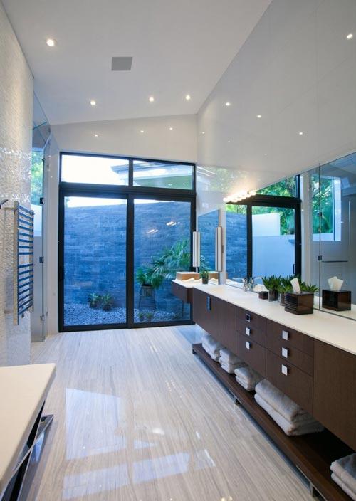Moderne badkamer met verschillende texturen