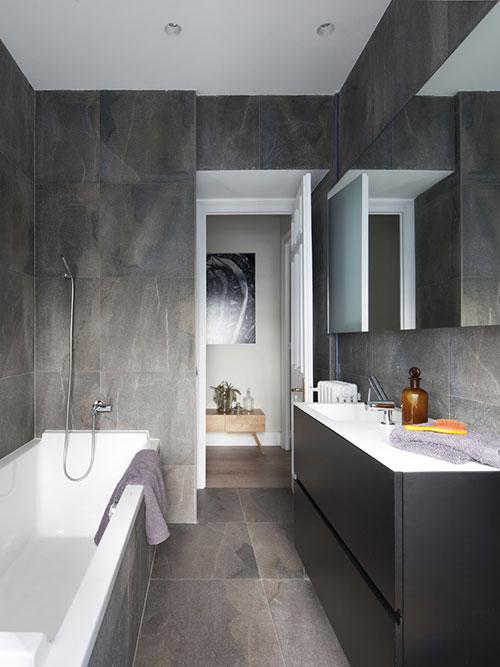 Moderne grijze badkamer badkamers voorbeelden - Voorbeeld deco badkamer ...