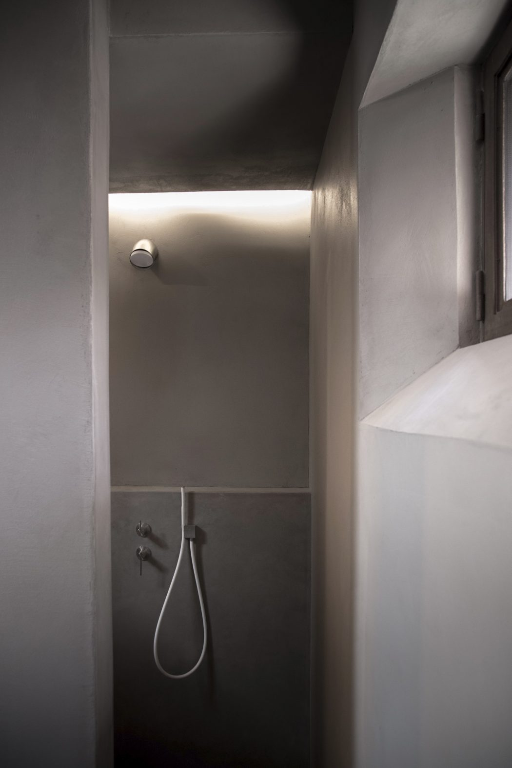 Moderne Italiaanse badkamer met een authentiek karakter