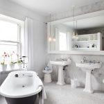 Moderne klassieke badkamer van interieurontwerper Stephane Chamard