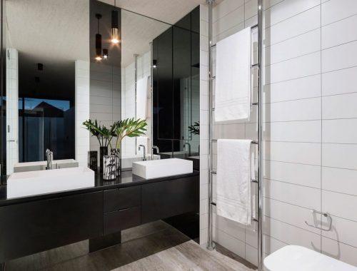 Luxe badkamer van grote villa in rotterdam badkamers voorbeelden - Moderne badkamer betegelde vloer ...