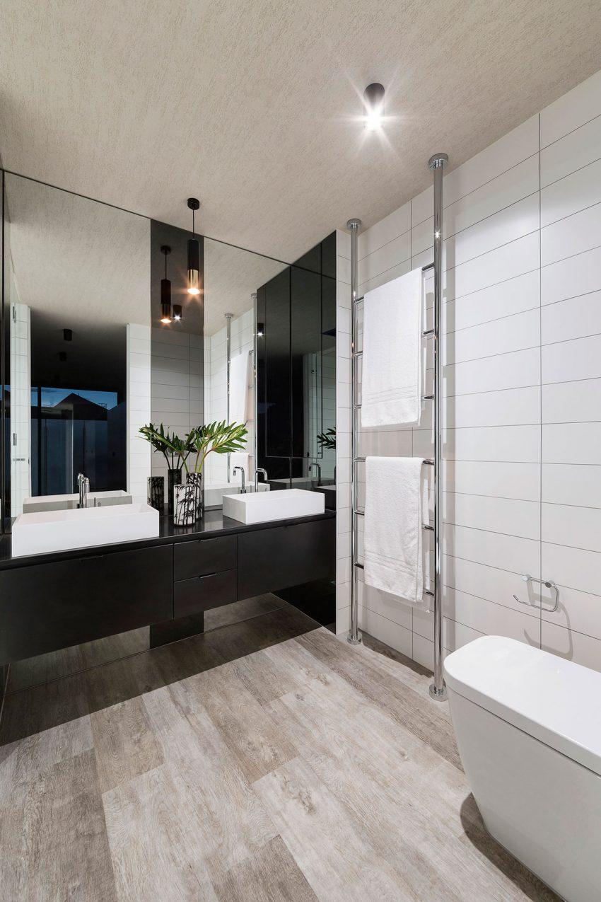 Moderne Luxe Badkamer Met Houten Vloer Badkamers Voorbeelden