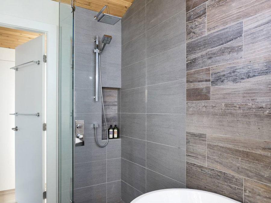 Moderne luxe badkamer met een authentieke sfeer