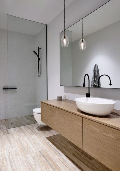 Moderne luxe badkamers van een modern herenhuis in for Show me bathroom designs