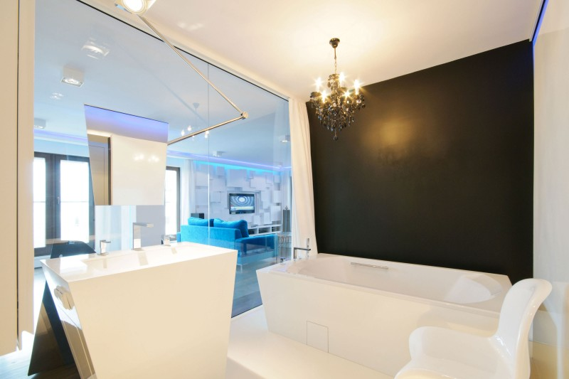Moderne transparante badkamer met geometrische vormen