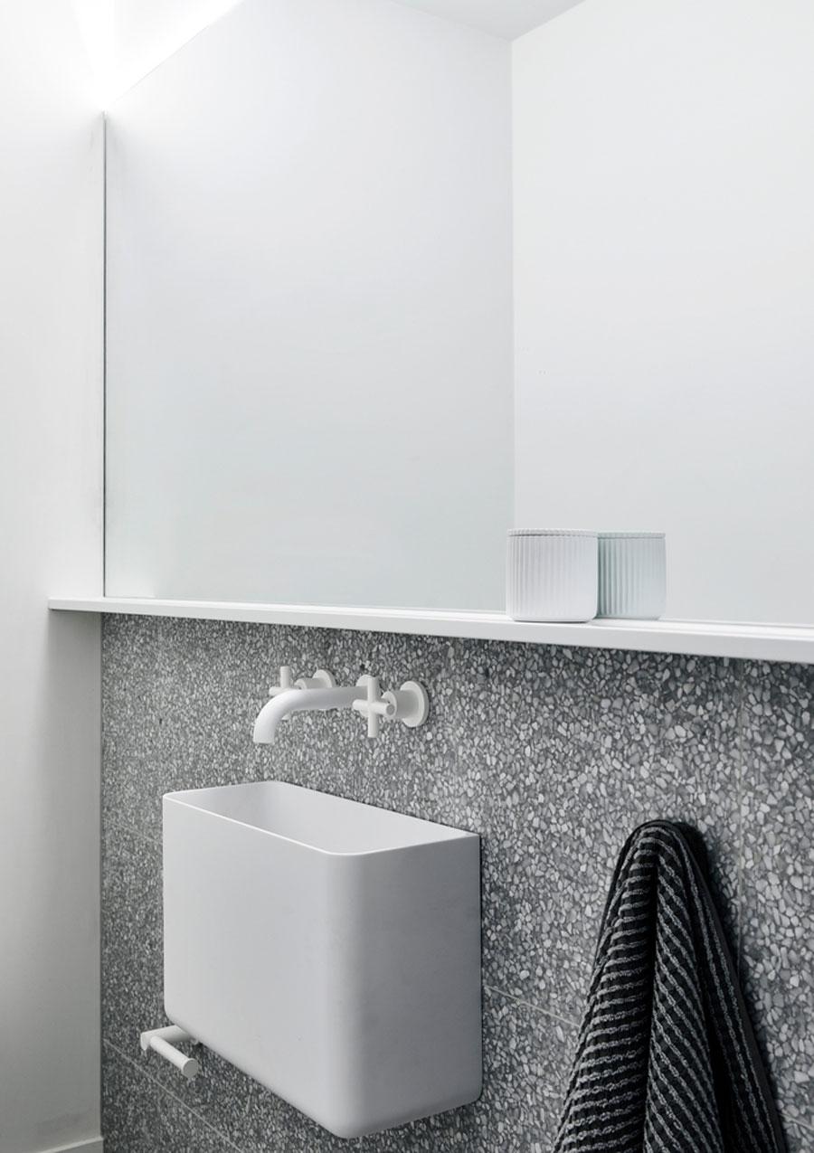 Monochroom badkamer ontwerp