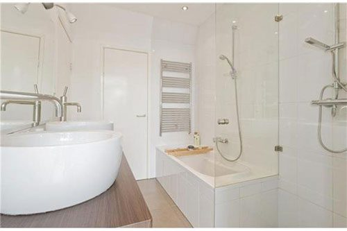 Mooie badkamer met simpel ontwerp
