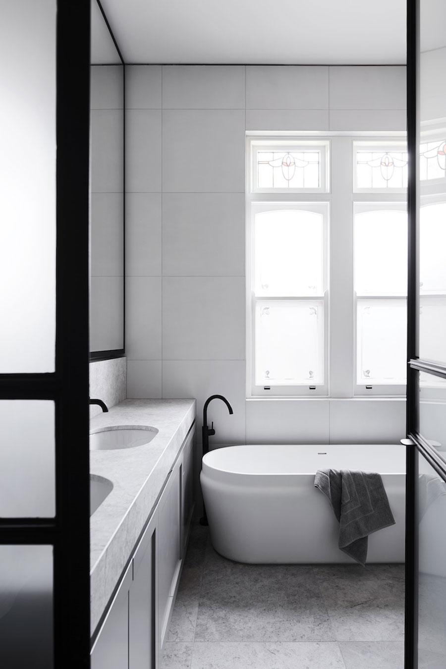 Mooie exclusieve badkamer voor een gezinswoning