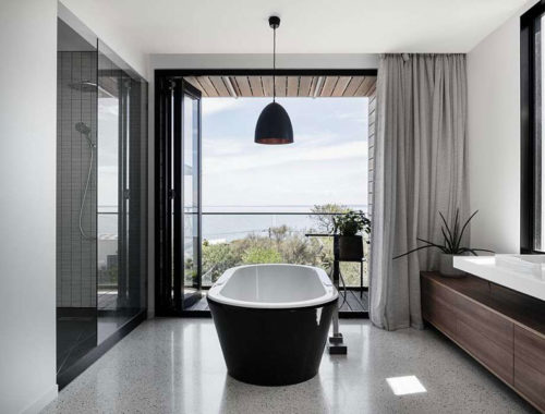 Mooie moderne badkamer met uitzicht van het Two Angle huis