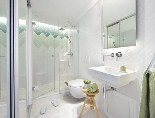 Mooie tegels in een minimalistische badkamer