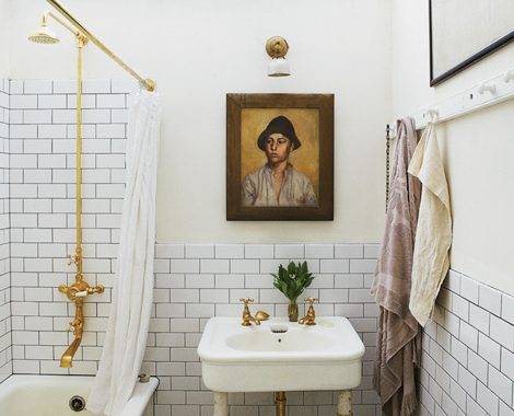 vintage badkamer, gouden kraan, gouden douche