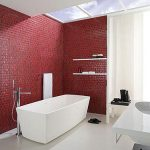 Muur van rode mozaiek tegeltjes