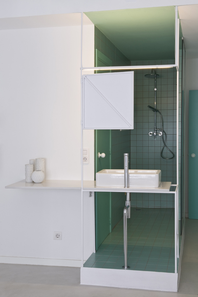Kleine open badkamer van 2m2 met groene tegels badkamers voorbeelden - Slaapkamer met open badkamer ...