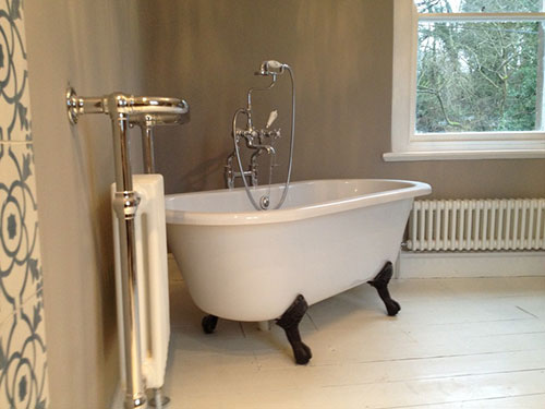 http://www.badkamers-voorbeelden.nl/afbeeldingen/ouderwetse-badkamer-radiator-4.jpg