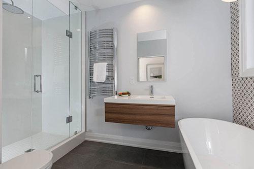 Patroontegels gecombineerd met gestuukte muur badkamers voorbeelden - En grijze bad leisteen ...