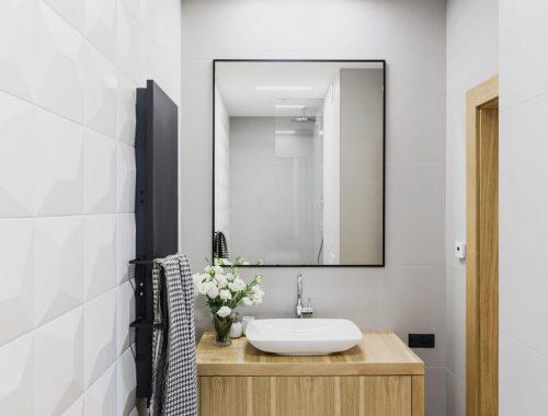 Kleine moderne badkamer met diamanttegels